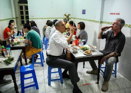 160523-obama-vietnam-beer-jsw_0525db0391bcbcb1a6d709f791bf4673.nbcnews-ux-2880-1000